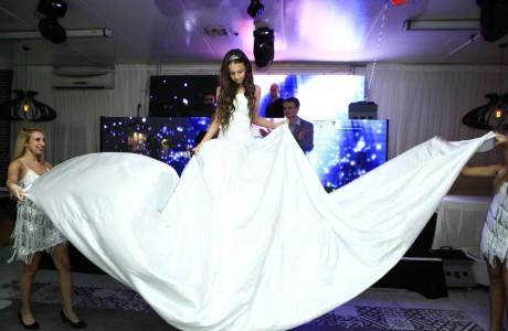 שמלה מתנפחת לבת מצווה